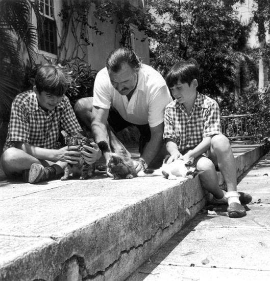 Ernest_Hemingway_with_sons_Patrick_and_Gregory_with_kittens_in_Finca_Vigia,_Cuba